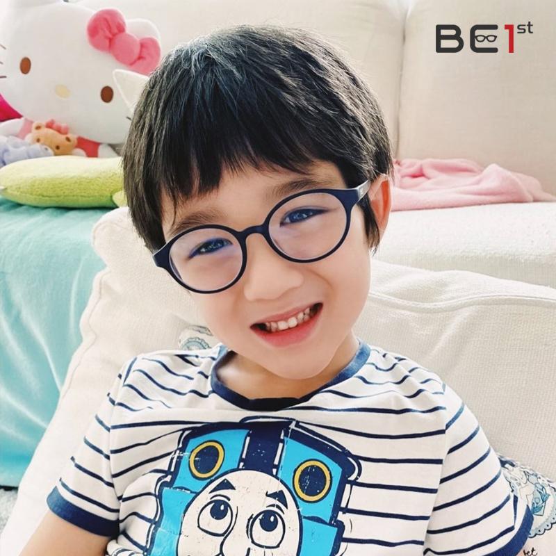 แว่นตาเด็กกรองแสงสีฟ้า Be1st โดยจักษุแพทย์ - First Clinic